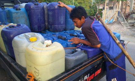 Joko Tukang Air Keliling , Setiap Hari Jualan Di Desa Bungo Demak