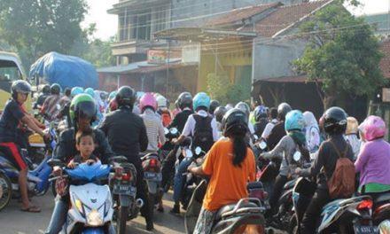 Prihatin Jalan Raya Mayong Jepara , Pagi Hari Langganan Macet