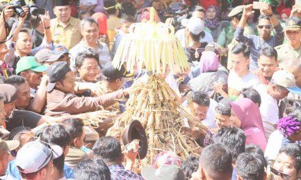 Rebutan Ketupat dan Lepat Atraksi menarik di Pesta Lomban Jepara 2018