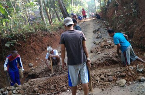 Waduh Nggak Nyangka!! Gotong Royong Di Desa Suwawal Barat  Jepara Kini   Masih  Terjaga