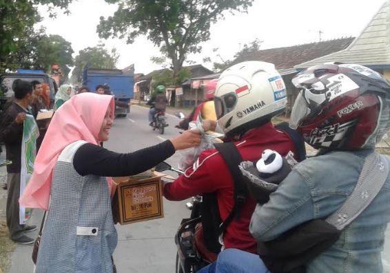 Mahasiswa Sejarah STIBI Syekh Jangkung Pati , Bagi-bagi Takjil