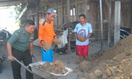 Acung Jempol Pada Kepedulian Babinsa Wonosalam , Bantu Bangun Rumah Warga