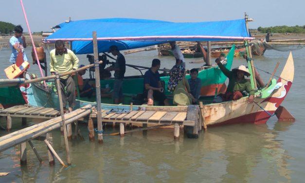 Asyiknya Naik Perahu Explore Keindahan pantai  dari Reduksi Kedungmutih Demak