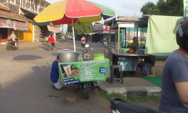 Pagi Hari Depan Pasar Kalinyamatan Jepara ,  Kita Bisa BerKuliner Ria