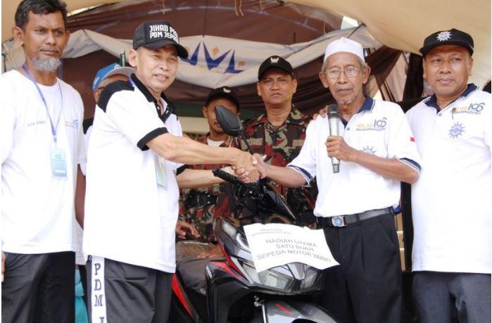 H. Abdul Kholik  Dapat Doorpize Motor Langsung Diwakafkan ke Muhammadiyah