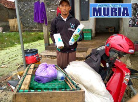 Nastain Warga Desa Teluk Wetan Jepara ,Pasarkan Garam Iodium Ke Pasar Tradisonal Jepara dan Demak