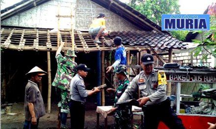 SINERGITAS TNI, POLRI DAN MASYARAKAT DALAM KARYA BAKTI BEDAH RUMAH WARGA MUKTI HARJO PATI