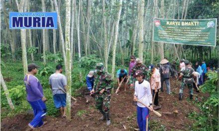 KARYA BAKTI TNI di Desa Cabak Pati , Buat Jalan Baru Untuk Warga
