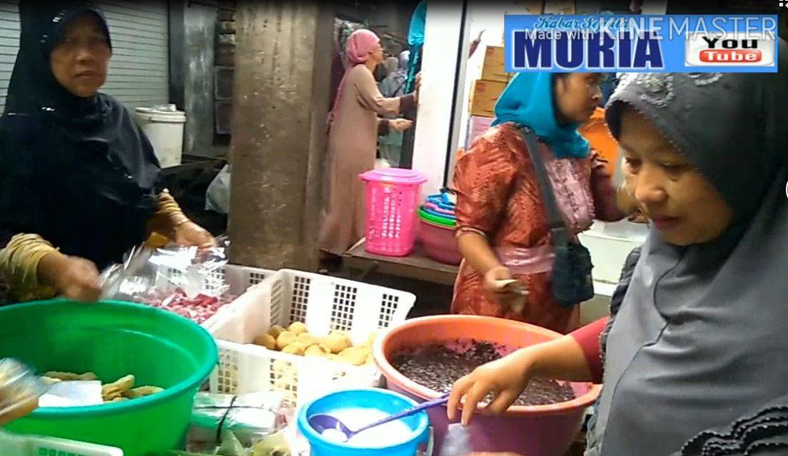 Ada Onde-onde , Geplak , Klepon  di   di Pasar Kedungmutih Demak