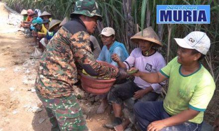 Canda Ria Warga Dan Tentara di TMMD Desa Mojoluhur Pati