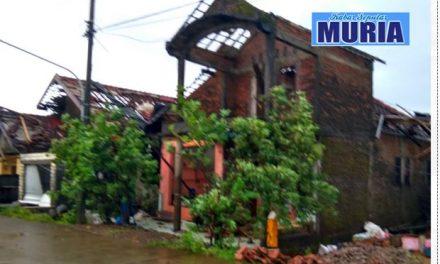 Desa Kedungmalang Jepara , Diterjang Angin Putting Beliung 12 Rumah Rusak