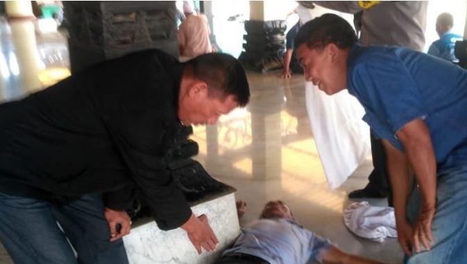 Usai Sholat Bapak Ini Meninggal Dunia di Serambi  Masjid Agung Demak Keluarga Ikhlas
