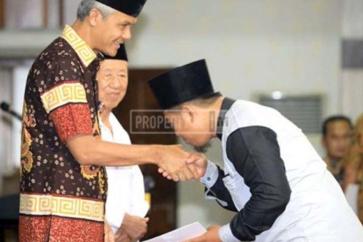 Gubernur Jateng Serahkan  Santunan Rp 10 Juta Untuk Petugas TPS Yang Gugur
