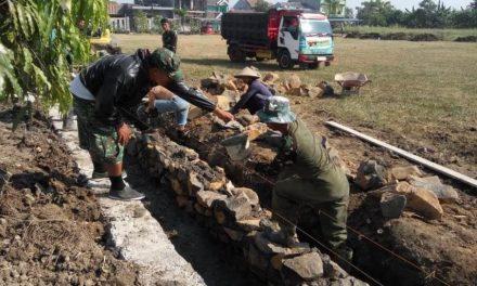 Lapangan desa Kalikondang ,  Dipoles  Untuk Upacara Pembukaan TMMD