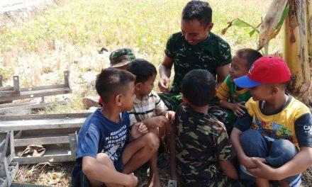 Anak-Anak Juga Menikmati Kehadiran Satgas TMMD. di Desa Kali Kondang Demak
