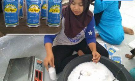 """Kelompok BUEKA Kedungmutih Produksi Garam Rebus Beriodium """"De Uyah """""""