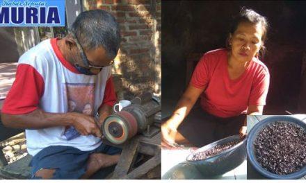 Pak Nuryanto Warga Desa Krasak Pecangaan Jepara , Bertahan Membuat Cincin Monel