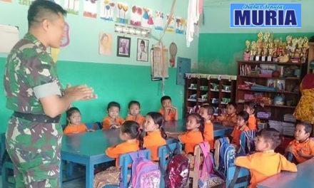 Pak Babinsa Mengajar  di TK Pertiwi desa Ngastorejo Pati