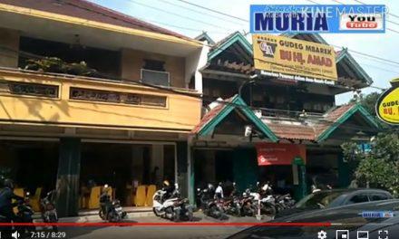 Membeli Oleh Oleh Gudheg  Bu Hj. Amad Jl. Selokan Mataram Yogyakarta