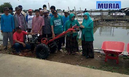 Petambak Garam Demak Terima Bantuan Peralatan dari PP Muslimat NU