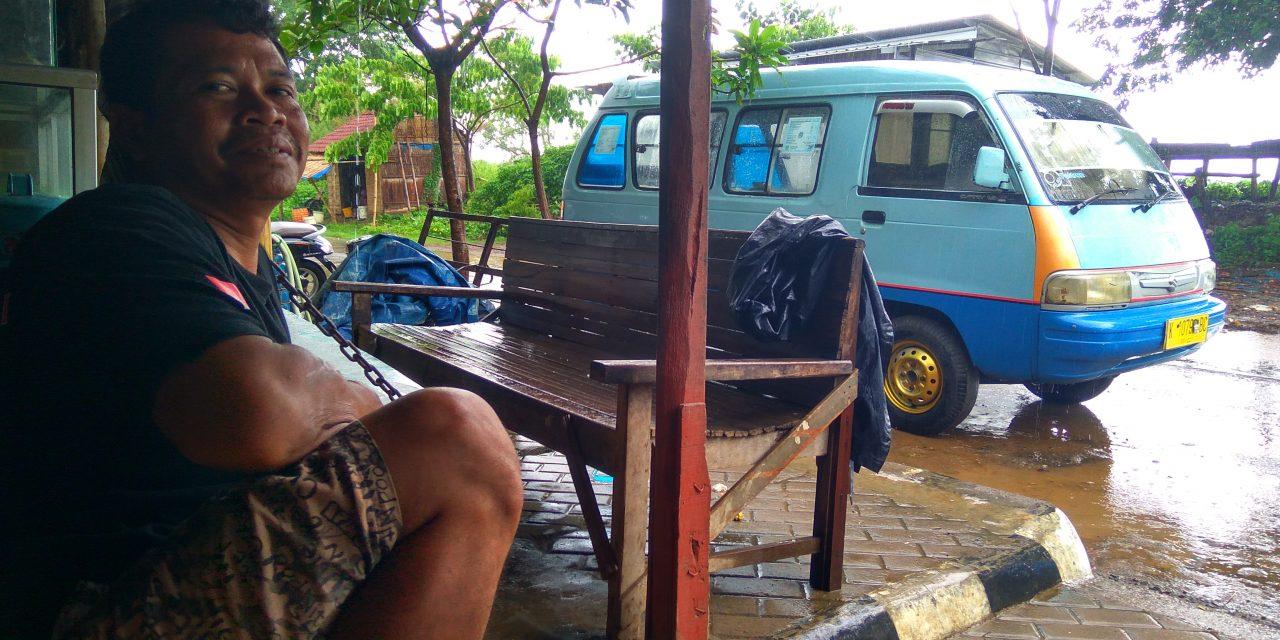 Bang Paesan Masih Bertahan Jalankan Angkudes di Jalur Kedungmalang-Pecangaan Jepara