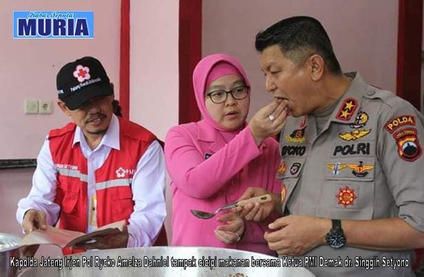 Kapolda Jateng Kunjungi Dapur Umum PMI Demak,  Cicipi Menu Untuk Pengungsi Banjir