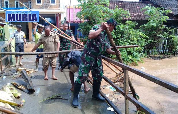 Cegah Banjir , Sampah Sumbat Jembatan Dengkek Pati di Eksekusi