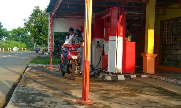 Suhardi Kedungmalang , Mengais Rejeki Berbekal Pompa Bensin Mini