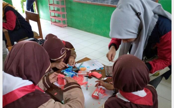KKN UPGRIS Semarang Mengukir Sabun bersama Siswa SDN  Platar 2 Jepara