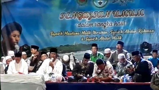 Tadi Malam Gus Muafiq Pengajian di Makam Maulana Kedungmalang Jepara