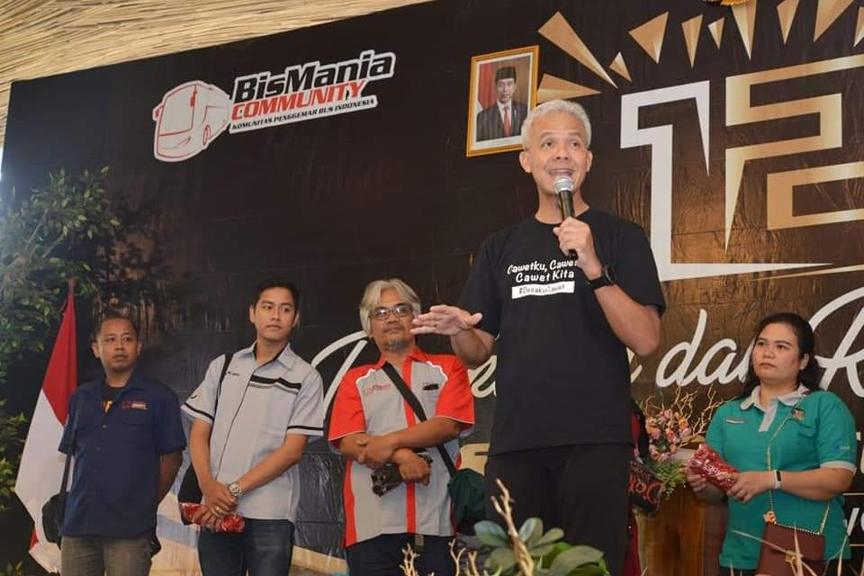 Ganjar Ngumpul Bareng Seribu Anggota Bus Mania Community di Semarang