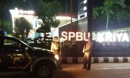 Personil Polsek KALINYAMATAN Patroli Disaat Jelang Tengah Malam