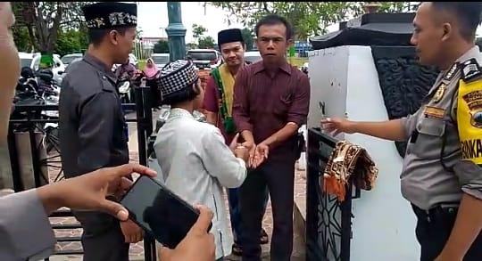 Jamaah Sholat Jumat Di Masjid Agung Demak Wajib Gunakan Hand Sanitizer