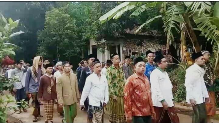 Bentengi Diri Dari Covid-19, Warga NU Jebol Keliling Kampung Baca Sholawat