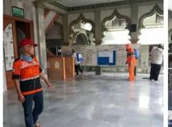 Masjid di Wedungpun Tak Luput disemprot Disinfektan
