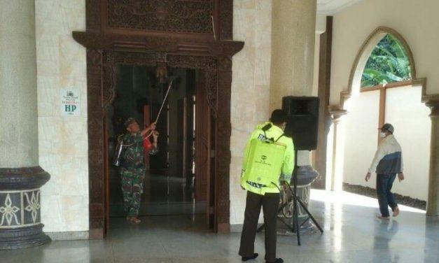 Masjid Baiturrochim Pendosawalan Tak Luput dari Semprotan Disinfektan