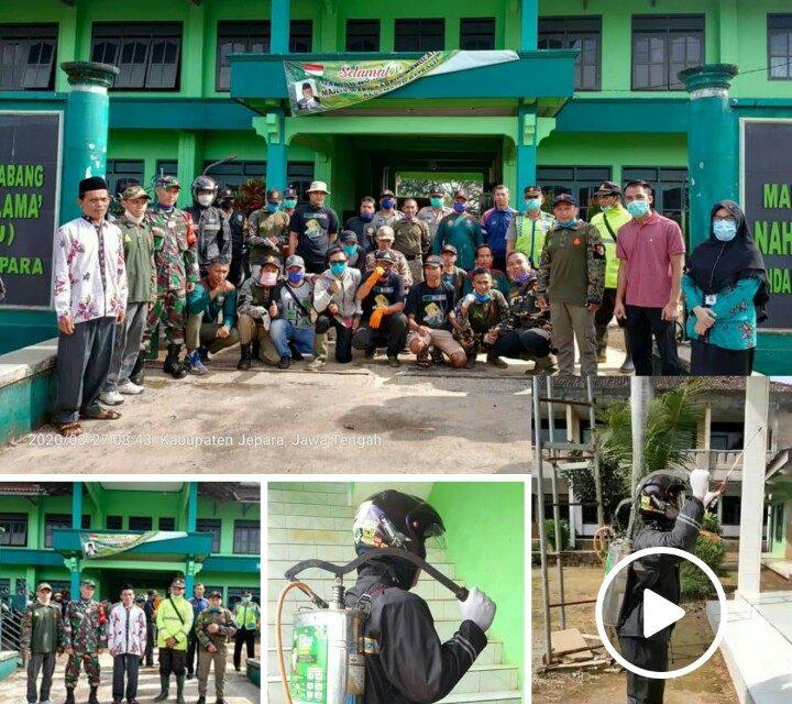 Lawan Corona, PAC Ansor Batealit semprot Disinfektan ke Desa-desa.