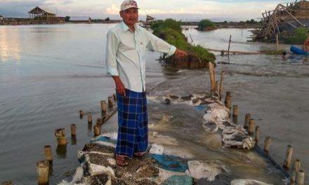 Tanggul SWD I Desa Kedungmutih Demak  Jebol , Petambak Kesulitan Membuat Garam