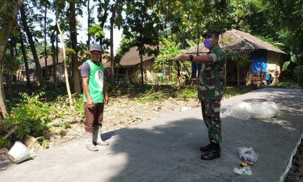 Babinsa Jragung Himbau Masyarakat Agar Menggunakan Masker Saat Melaksanakan Kegiatan Diluar Rumah