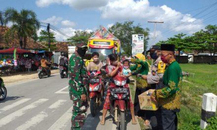 PAC IPNU-IPPNU Kayen Edukasi Masyarakat Lewat Pembagian Masker