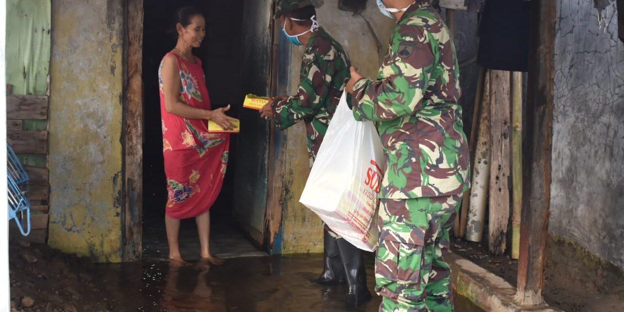 Jum'at Berkah, Danramil Sayung Bagikan Nasi Kotak untuk Warga Terdampak Banjir Air Rob