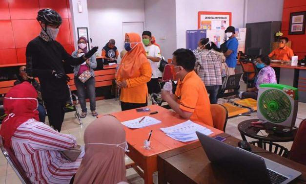 Ganjar Sidak Penyaluran BST di Kantor Pos Besar Semarang