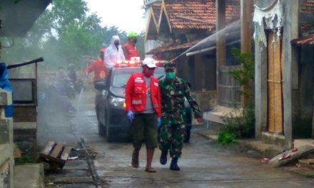 PMI Demak Adakan Penyemprotan Disinfektan di Pasar dan Masjid Desa Kedungmutih