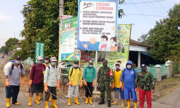 Pemukiman Warga Desa Mutih Wetan di Semprot Disinfektan