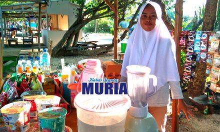 Mundalipah Siswi  SMK, Tak Malu Jualan di Pantai Bantu Orangtuanya