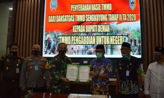 TMMD Sengkuyung II Kodim 0716/Demak Selesai , Ditandai Dengan Penyerahan Naskah Dan Penandatanganan Prasasti