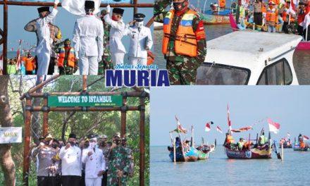 Unik , Peringati HUT ke 75 Gelar Upacara Bendera diatas Perahu