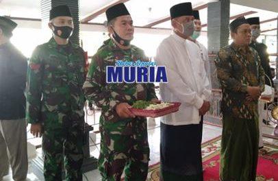 Panglima TNI Jenderal (Purn) Gatot Nurmantyo Ziarah Ke Makam Sunan Kalijaga Merawat Tradisi