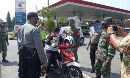 Gelaran OYPPK di Depan SPBU Bandungrejo,Warga Tak Pakai Masker Kena Teguran