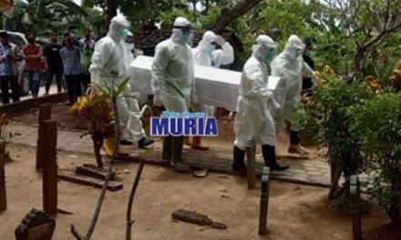 Warga Kembang Arum Demak MD , Patuhi Pemakaman  Protokol Covid-19